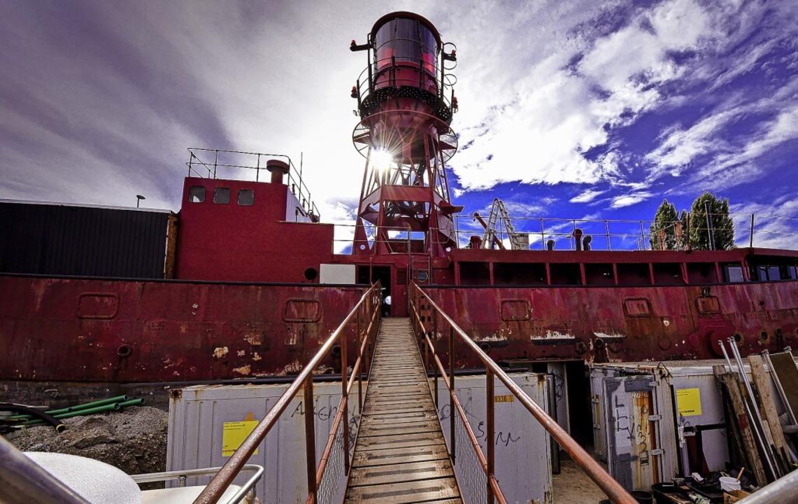 Das  ausgewässerte Leuchtturmschiff &#...zungsprojekt Holzpark Klybeck in Basel    Foto: Jonas Hirt