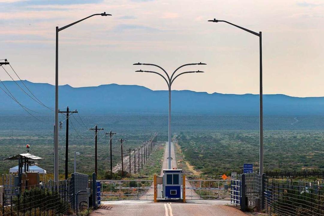 Der Startplatz der Firma Blue Origin l...n der Wüste des US-Bundesstaats Texas.  | Foto: JOE RAEDLE (AFP)