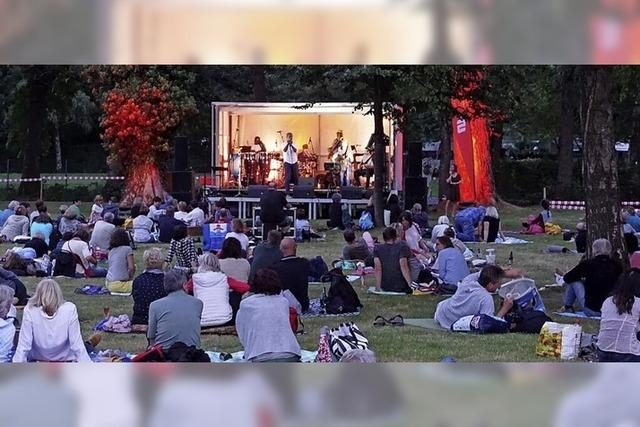 Im Dreisambad starten die Picknickdecken-Konzerte mit viel Livemusik