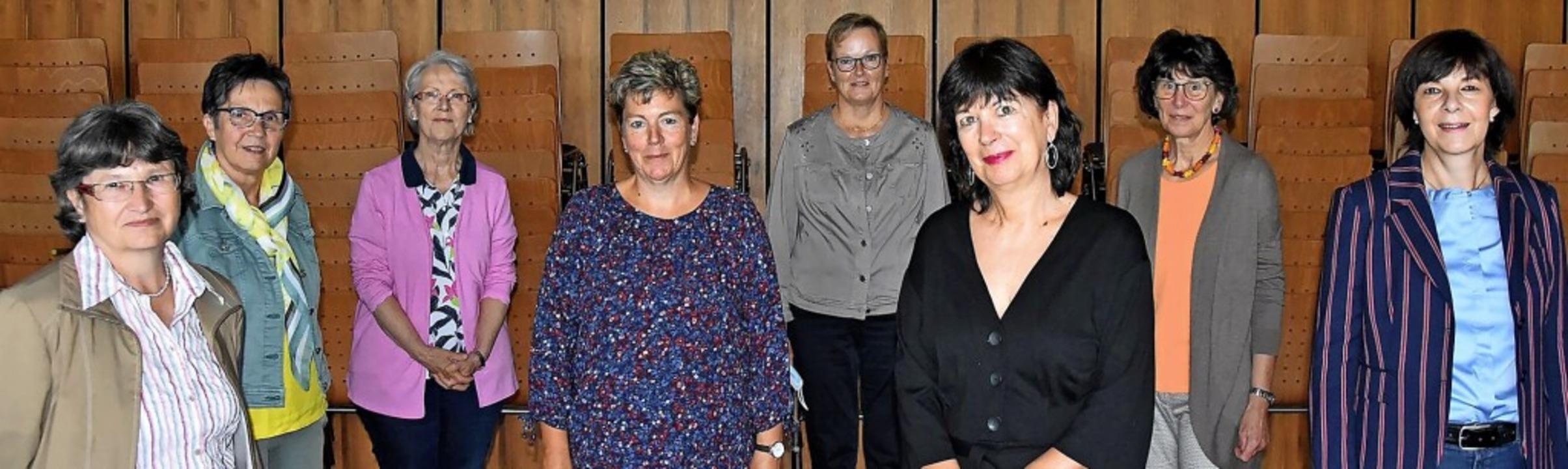Die Vorstandsmitglieder des Frauenvere...tsche, Marita Viereck und Almut Mutter  | Foto: Heinz und Monika Vollmar