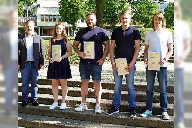 26 Gewerbeschüler erhalten die Fachhochschulreife