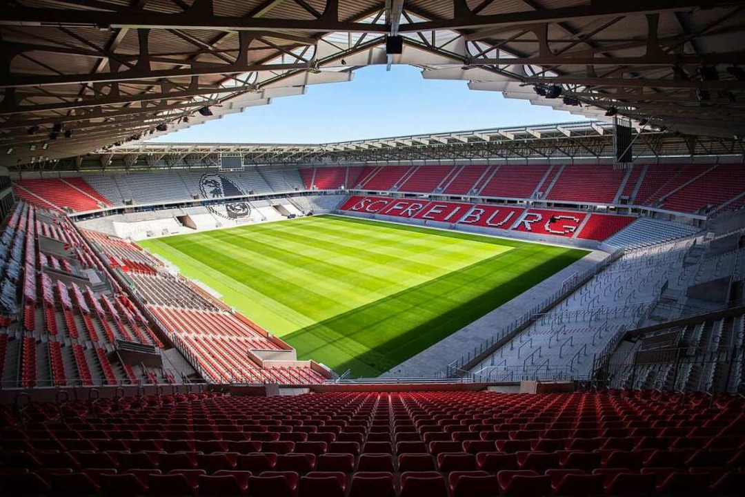 Ende Juli will der SC entscheiden, wann im neuen Stadion gespielt wird.    Foto: Tom Weller (dpa)