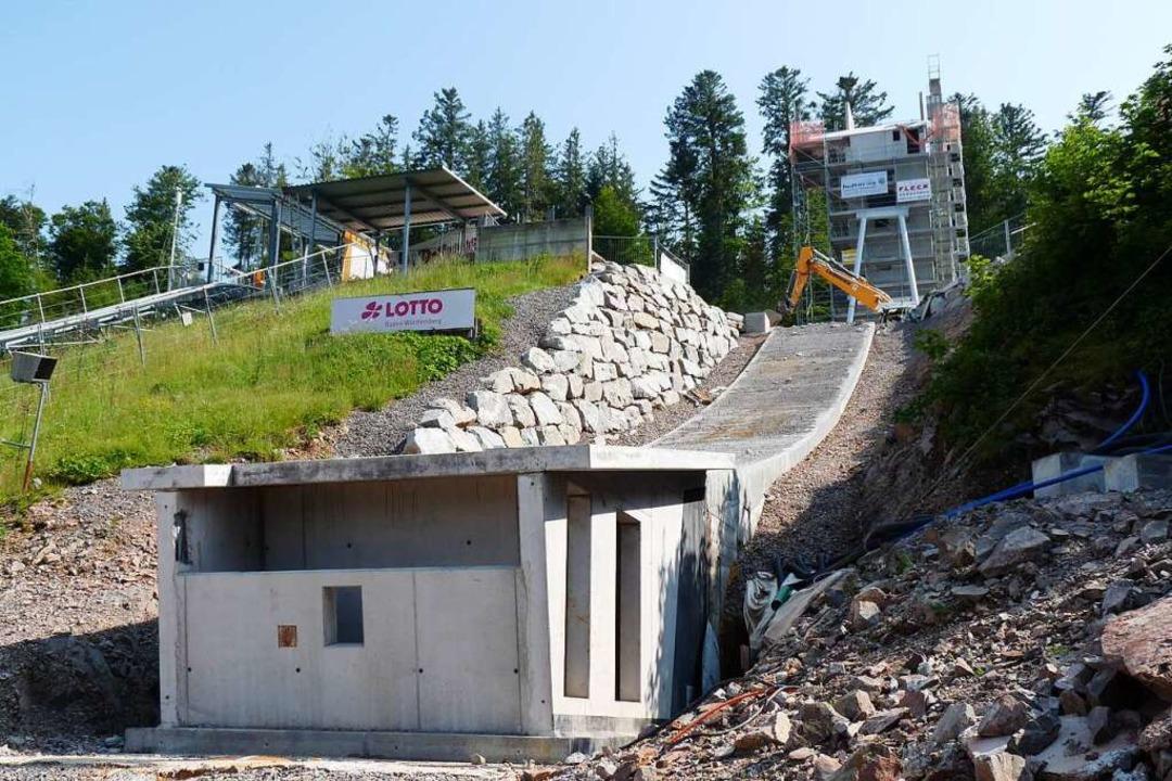 Das muss weg: Der Schanzentisch und de... 400 Kubikmeter Beton entsorgt werden.  | Foto: Johannes Bachmann