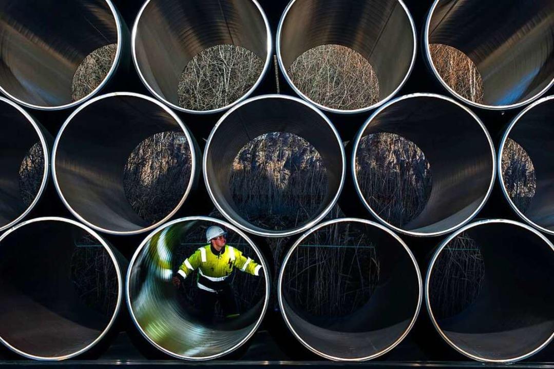 Noch gut 50 Kilometer Röhren müssen ve...e Nord Stream 2 in Betrieb gehen kann.  | Foto: Jens Büttner (dpa)