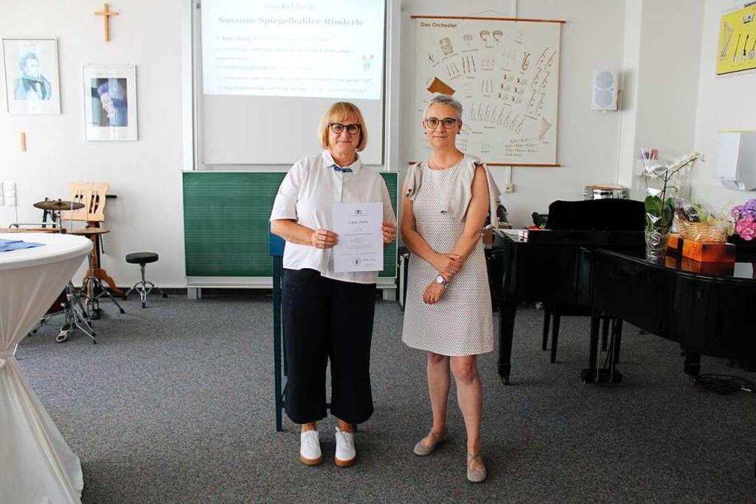 Susanne Spiegelhalder-Rinderle (links) mit Schulamtsdirektorin Regina Höfler.    Foto: Manuel Hunn
