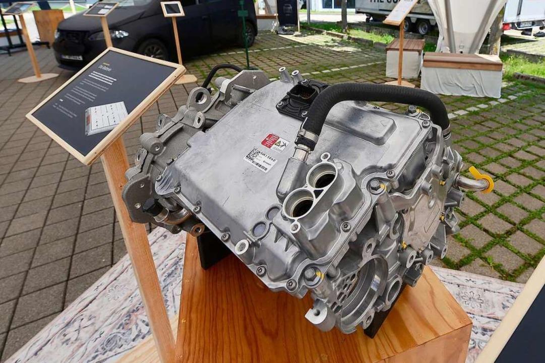 Der Elektromotor leistet 120 kW und br...n auf 140 km/h Spitzengeschwindigkeit.  | Foto: Ingo Schneider