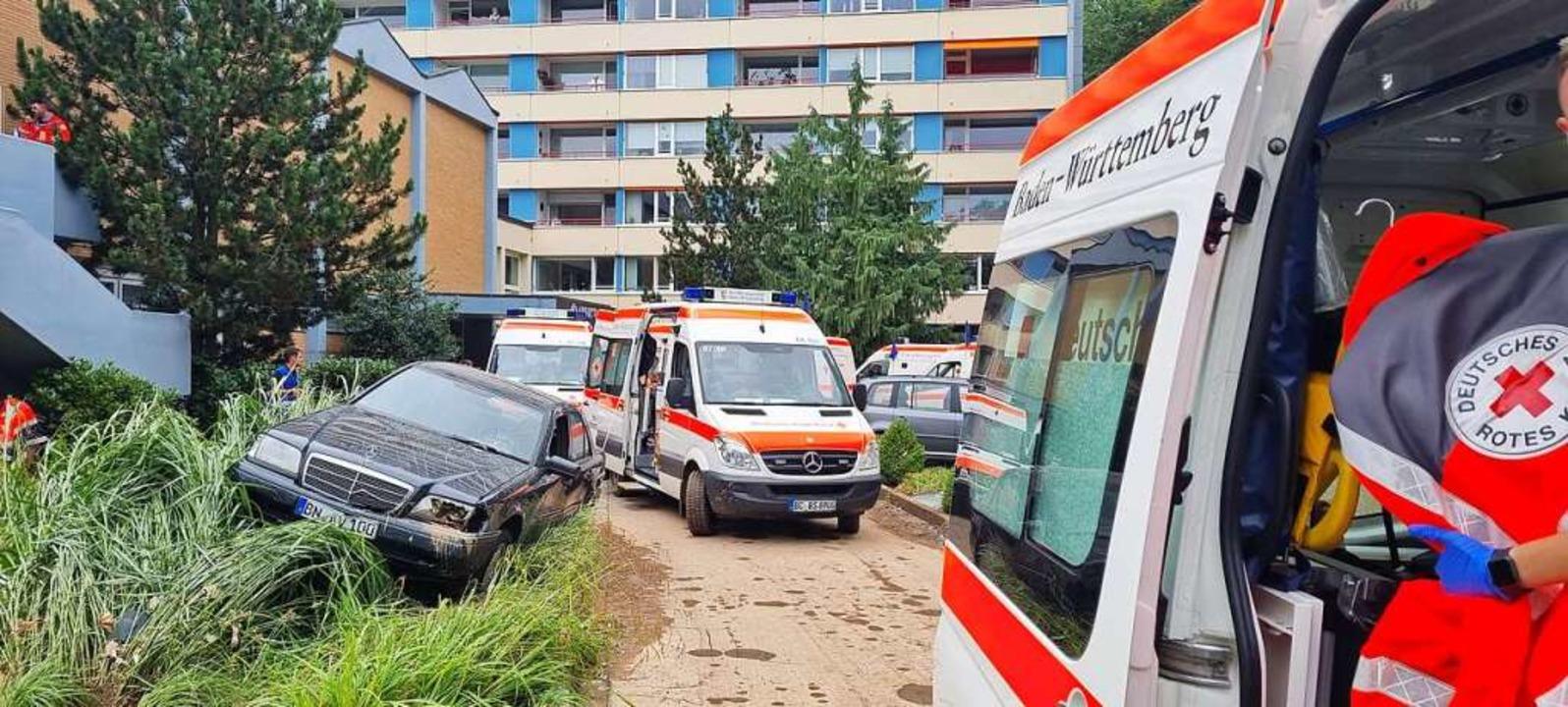 Eng ging's zu in der zuvor mit sch...frei geräumten Zufahrt zum Pflegeheim.  | Foto: DRK KV Emmendingen