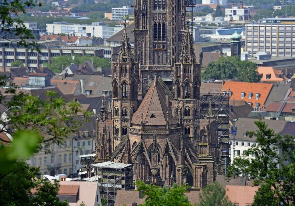 Damit das Münster gut dastehen kann, g...er viel Arbeit an der Münsterbauhütte.    Foto: Ingo Schneider