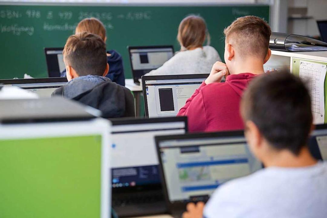 Eine neue digitale Bildungsplattform könnte erst 2023 fertig gestellt werden.  | Foto: Marijan Murat (dpa)