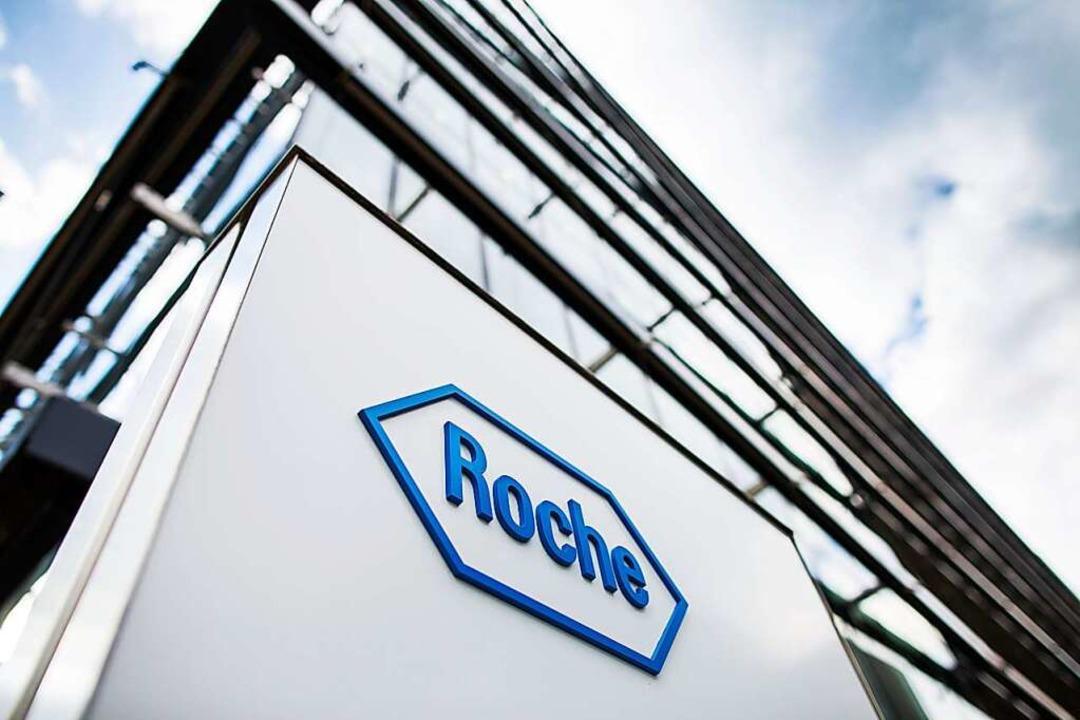 Das Roche-Logo an einem Gebäude    Foto: Roche