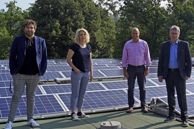 338 neue Solarmodule auf dem Kurmittelhausdach