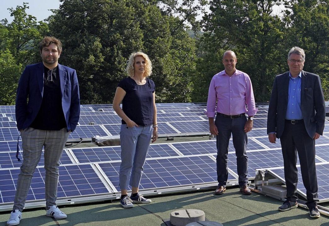 Die neue Photovoltaikanlage auf dem Da...Völkle,  Genossenschaft Bürgerenergie.  | Foto: Silke Hartenstein