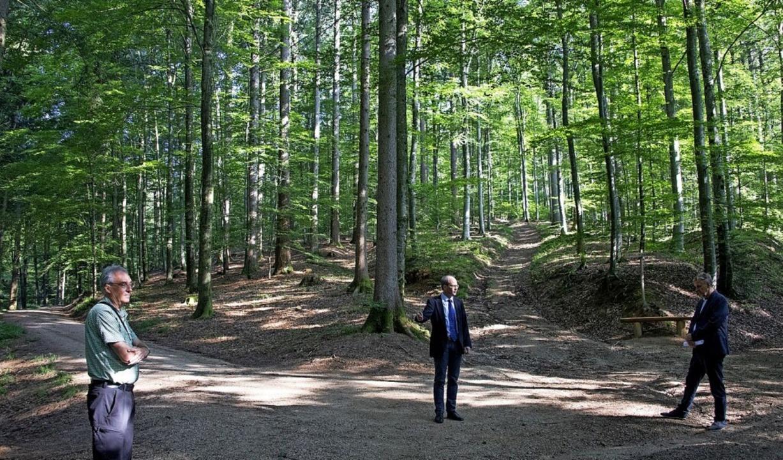 Die Fläche des Bestattungswaldes hat s...altung sind froh über die Erweiterung.  | Foto: Volker Münch