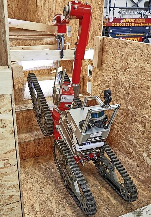 Ein Bodenroboter wie dieser kann in Gebäuden nach Menschen suchen.  | Foto: Deutschen Kompetenzzentrum für Rettungsrobotik