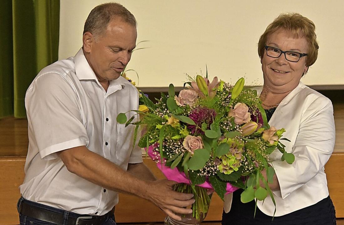 Sasbachs Bürgermeister Jürgen Scheidin...jubiläum von Hannelore Reinbold-Mench.    Foto: Benedikt Sommer