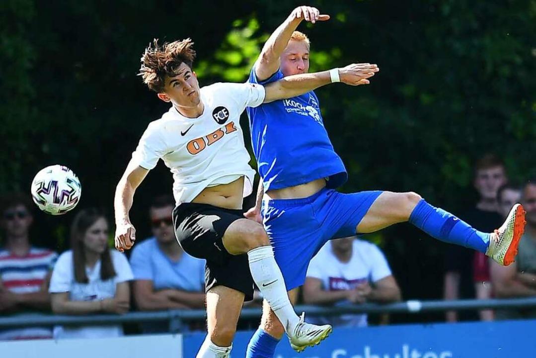 Der FC Emmendingen und Denis Gretz (li...im Verbandspokal zurück auf den Rasen.  | Foto: Achim Keller