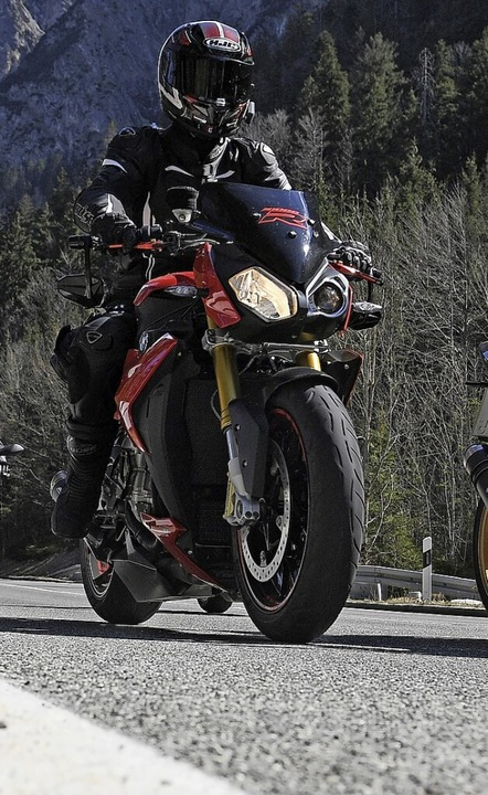 Ein Motorradfahrer wurde durch einen Radlader verletzt.  | Foto: Angelika Warmuth