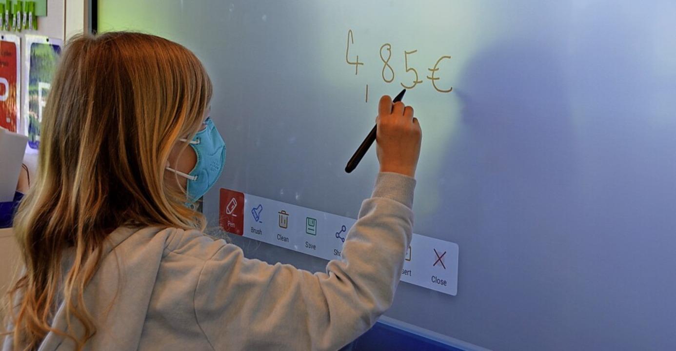Digitale Smart Boards wie hier an der ...r Gemeinderat am Mittwoch einstimmig.   | Foto: Sophia Hesser