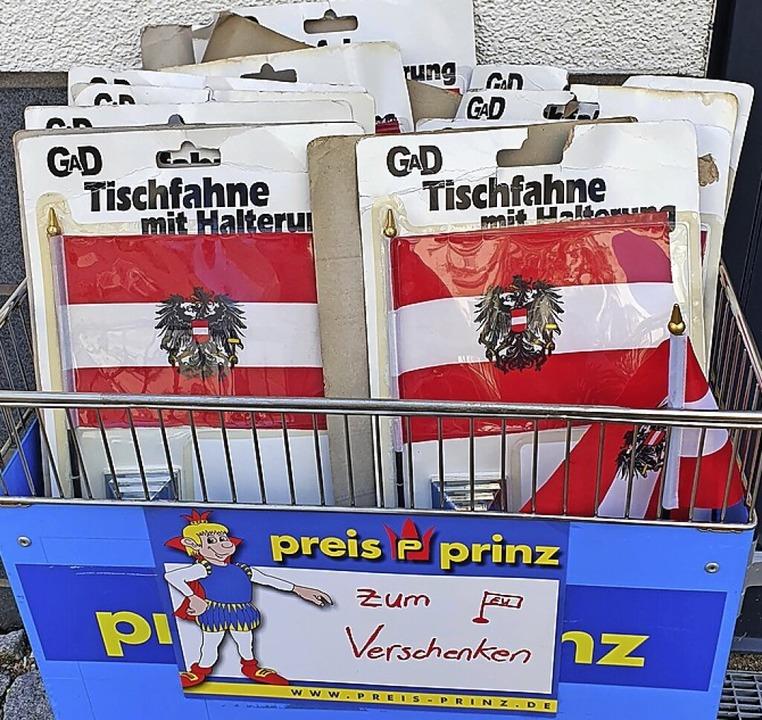 Gratis: Österreich-Fähnchen.    Foto: Anne Gruneberg