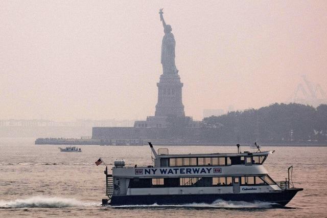 Lady Liberty in der Rauchwolke