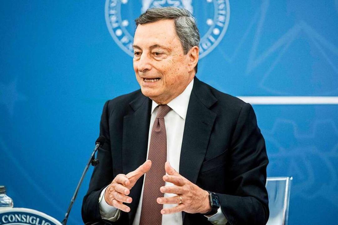 Mario Draghi, Ministerpräsident von It... verschärft Italien die Corona-Regeln.  | Foto: Roberto Monaldo (dpa)