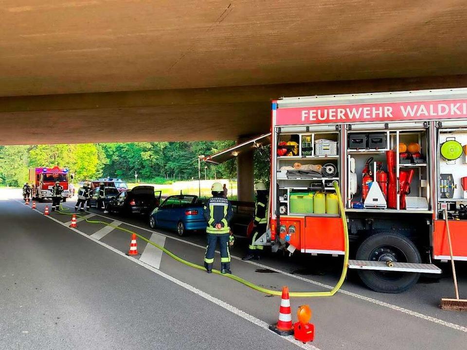 Auf der L186, unterhalb der B294 und i...in Verkehrsunfall mit fünf Fahrzeugen.    Foto: Feuerwehr Waldkirch