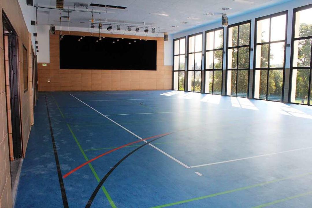 Bühne und Sportbereich der Elzmattenhalle sind nahezu fertiggestellt.  | Foto: Erich Krieger