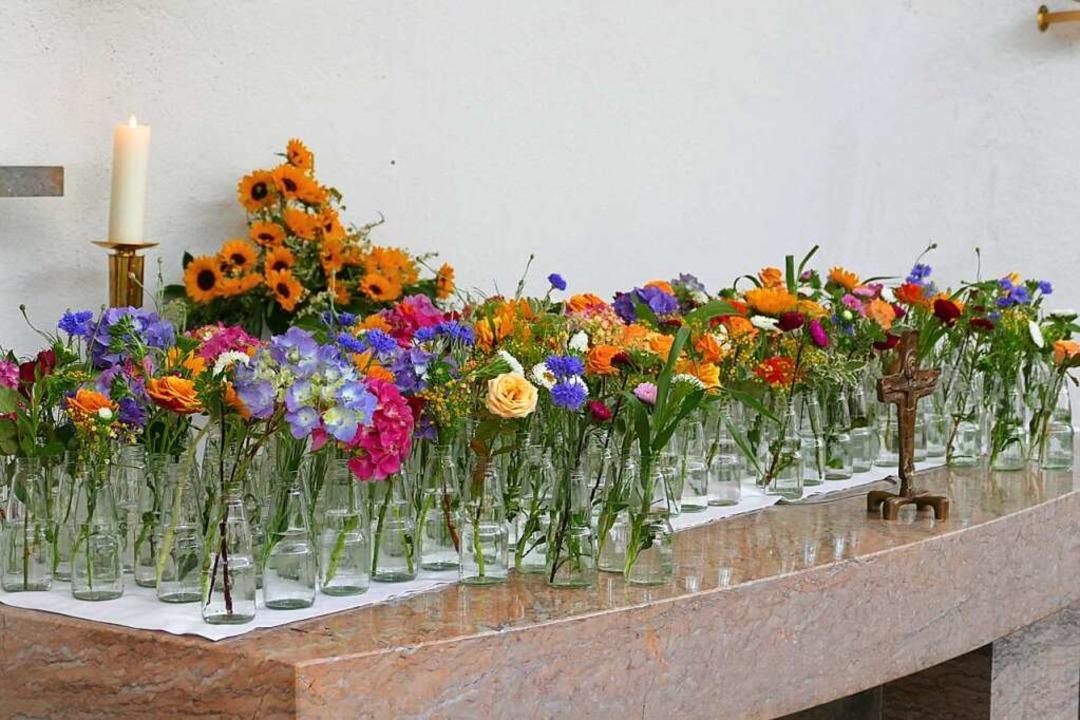 Die Blumen stehen für die 168 Schweste...der Heitere in Waldkirch Dienst taten.  | Foto: Sylvia Sredniawa