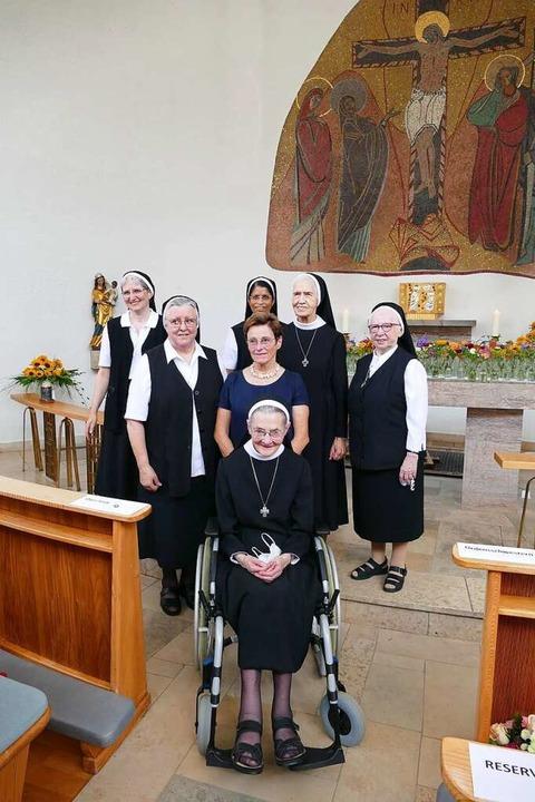 Die letzten fünf Ordensschwestern der ...ad zusammen mit der BDH-Vorsitzenden.   | Foto: Sylvia Sredniawa