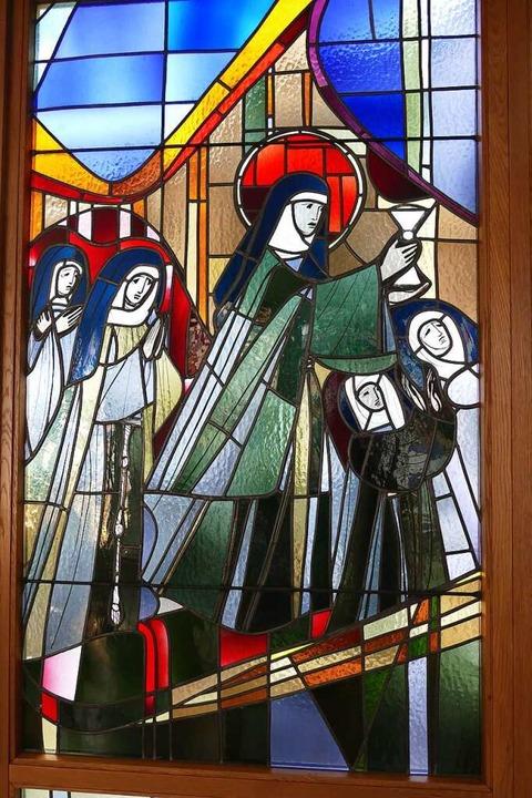Ordensschwestern auf einem Fenster in der Krankenhauskapelle.  | Foto: Sylvia Sredniawa