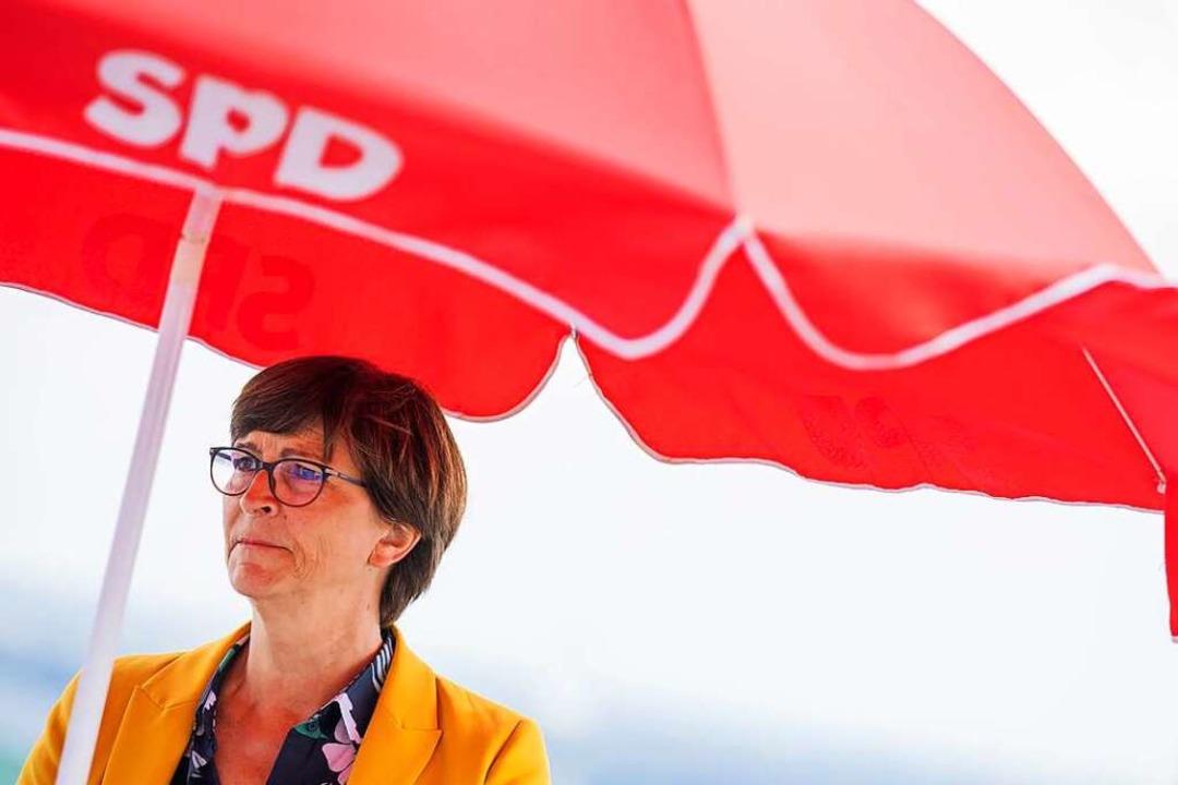 Auf Sommerreise: die SPD-Bundesvorsitzende Saskia Esken.  | Foto: Rolf Vennenbernd (dpa)