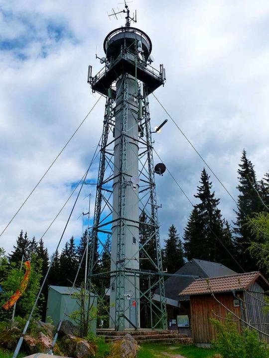 Unterhalb der Aussichtsplattform und o...ne Vielzahl von Antennen installiert.   | Foto: Peter Stellmach