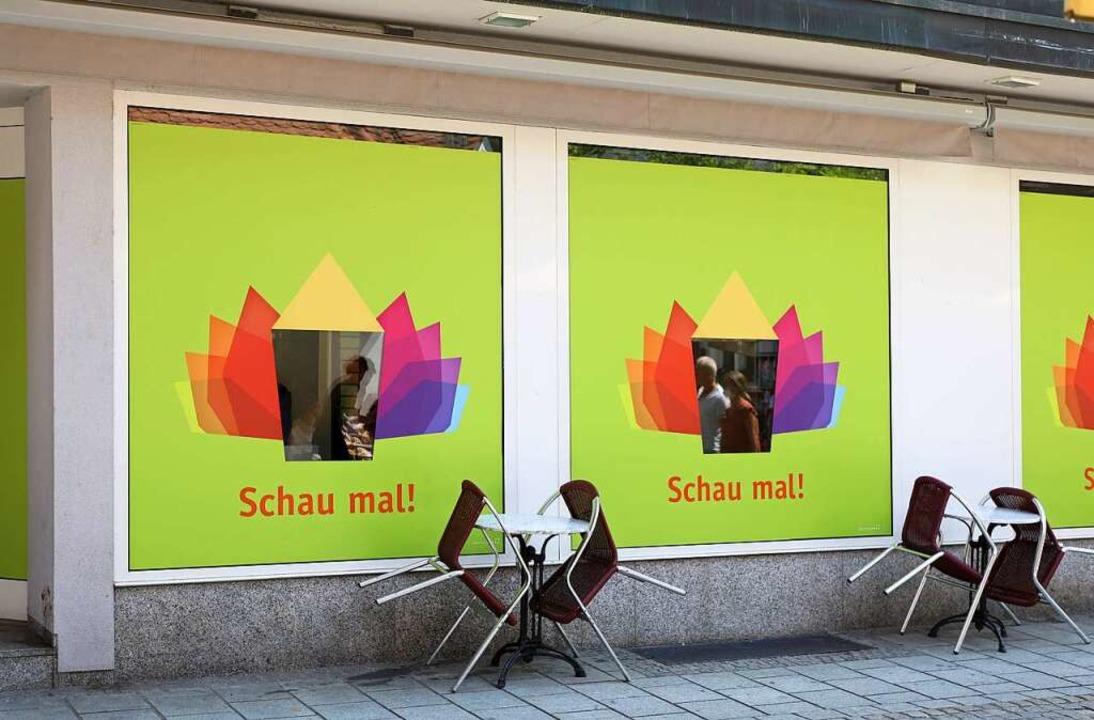 Exponate statt Einzelhandel: Museumssc...er Läden in der Lahrer Innenstadt auf.  | Foto: Christoph Breithaupt