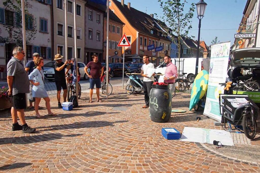Mit dem Lastenrad und viel Information...einer Geburtsstadt Kenzingen  Station.    Foto: Ilona Huege
