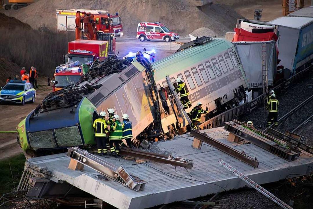 Der Güterzug kollidierte mit dem nur k...il. Dabei wurde der Lokführer getötet.  | Foto: Volker Münch