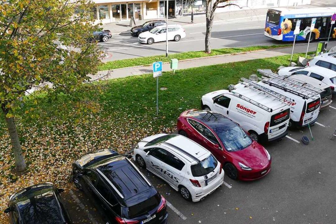 Parkende Autos nehmen viel Platz in An...ordnen will, muss noch geklärt werden.  | Foto: Peter Gerigk