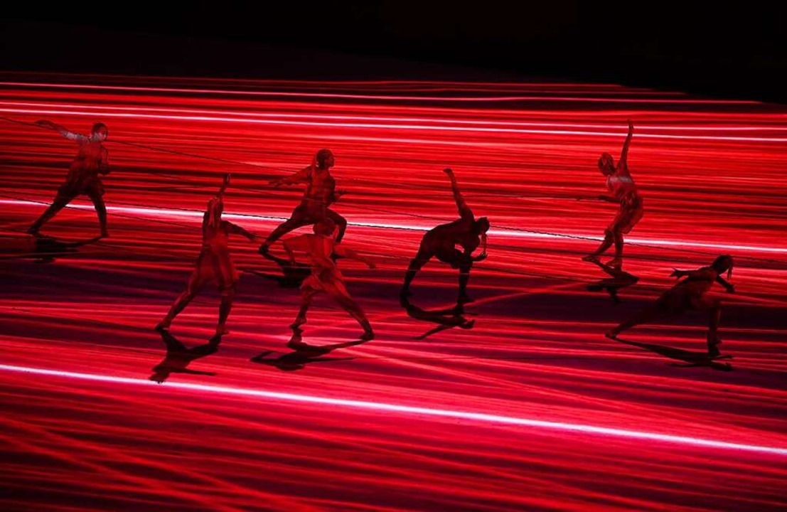 Auch die Tänzer halten großen Abstand ...50 geladenen Gästen im Olympiastadion.    Foto: Sebastian Gollnow (dpa)