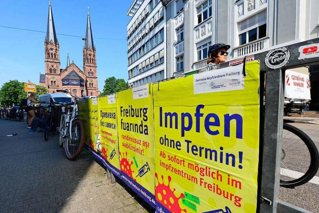 Impfen ohne Termin: Wie Sauerbier wird das Vakzin mittlerweile angeboten.  | Foto: Ingo Schneider