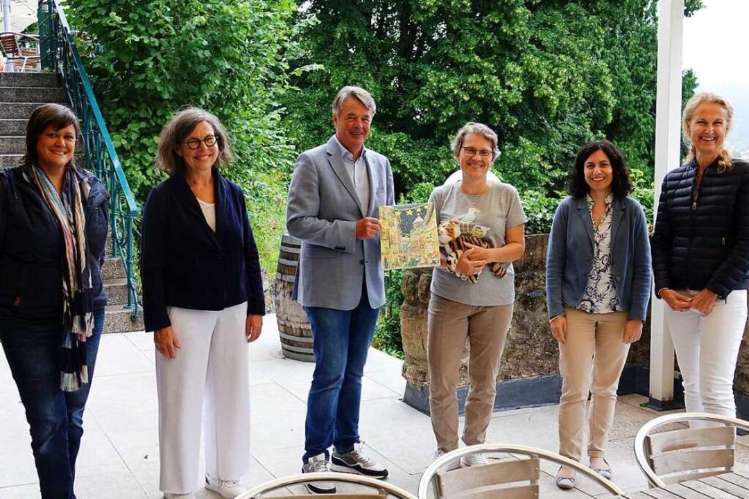 Bei der Spendenübergabe (von links): M...a Czichy, Katja Ravat und Diana Kraus.    Foto: Lions Club Oberlinden