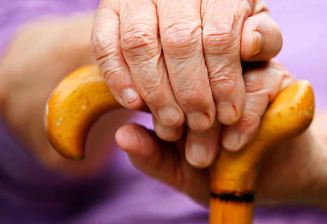 Die Stadt will den Kontakt zu Senioren...sern und plant dazu ein neues Projekt.  | Foto: A3250 Oliver Berg