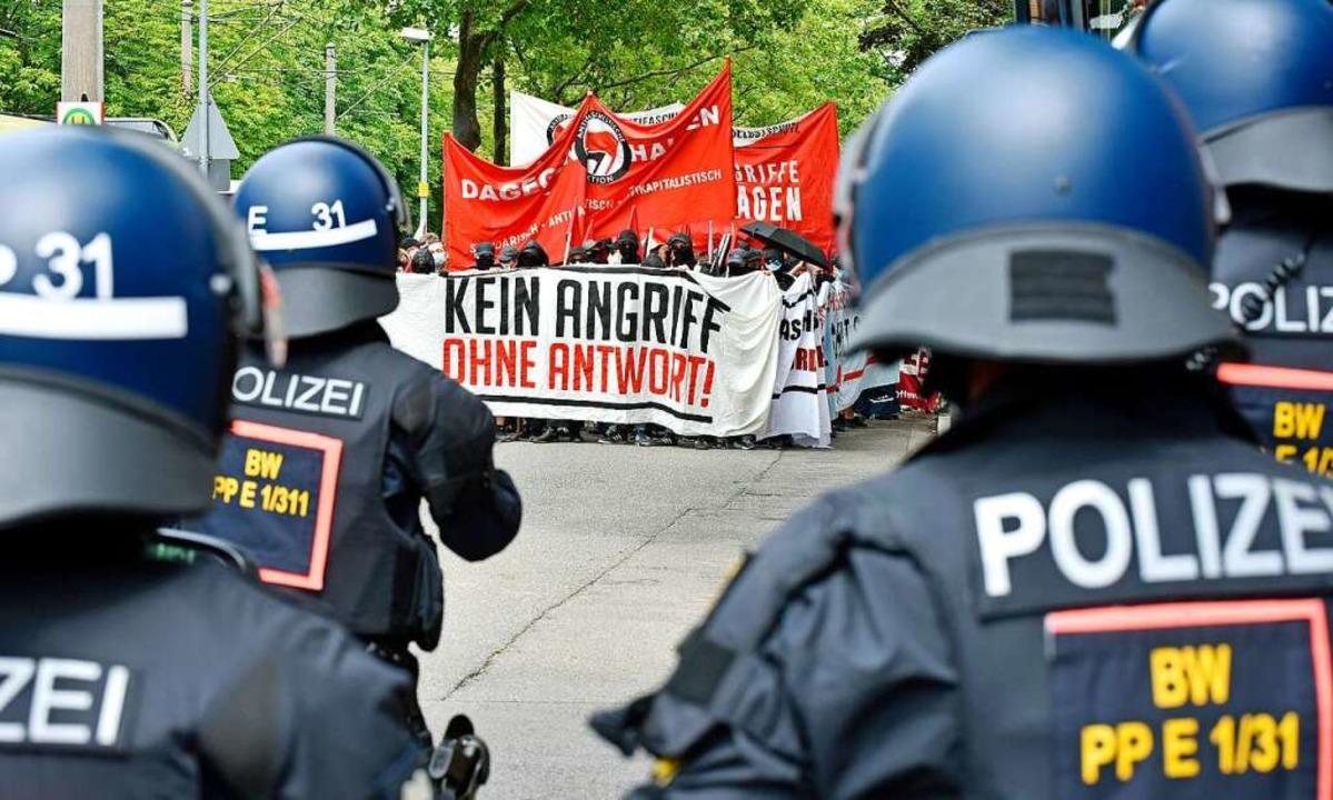 Ein massives Polizeiaufgebot begleitete die Demonstration.    Foto: Michael Bamberger