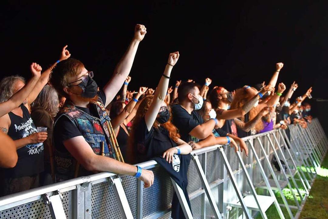 Maskenpflicht vor der Bühne – ni...ne einmalige Erscheinung bleiben wird.    Foto: Nicolai Kapitz