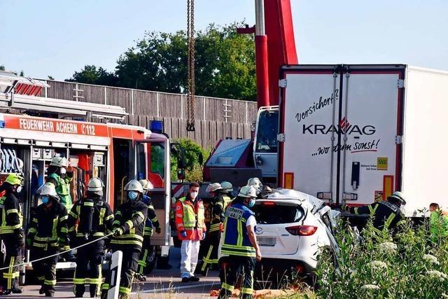 Familienvater stirbt bei Unfall auf A5, Frau und zwei Kinder schwer verletzt