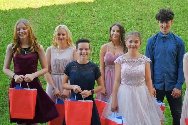 Absolventen der Realschule und Werkrealschule Friesenheim feiern