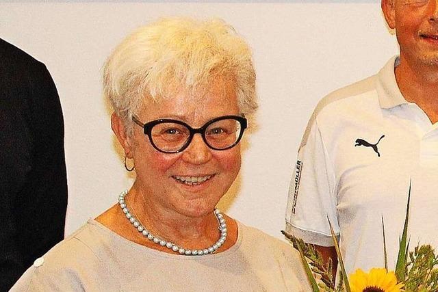 Der FC Wittlingen kürt Verena Bastian zur Ehrenpräsidentin