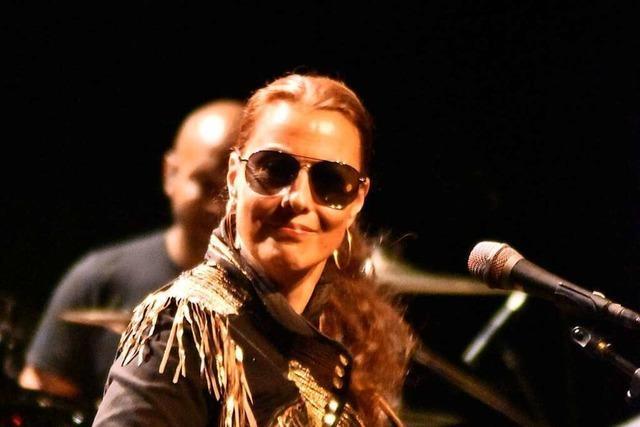 Funk mit voller Kraft – Bassistin Ida Nielsen beim Stimmen-Festival