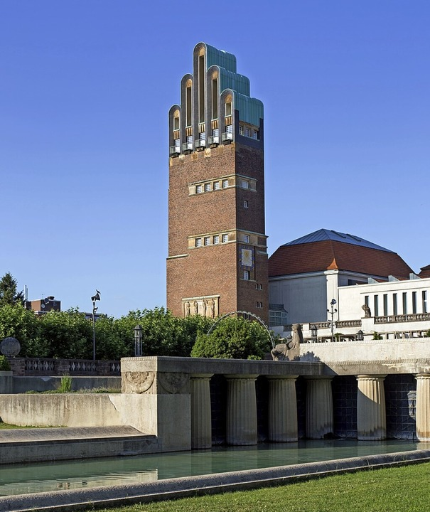 Der 48,5 Meter hohe Hochzeitsturm steht auf der Mathildenhöhe in Darmstadt.    Foto: hd-design - stock.adobe.com
