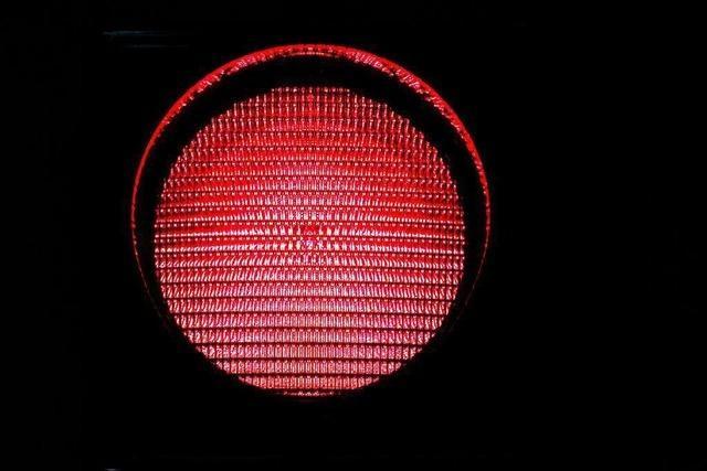 Waldkircher Rad- und Autofahrer missachten rote Ampel vor Augen der Polizei