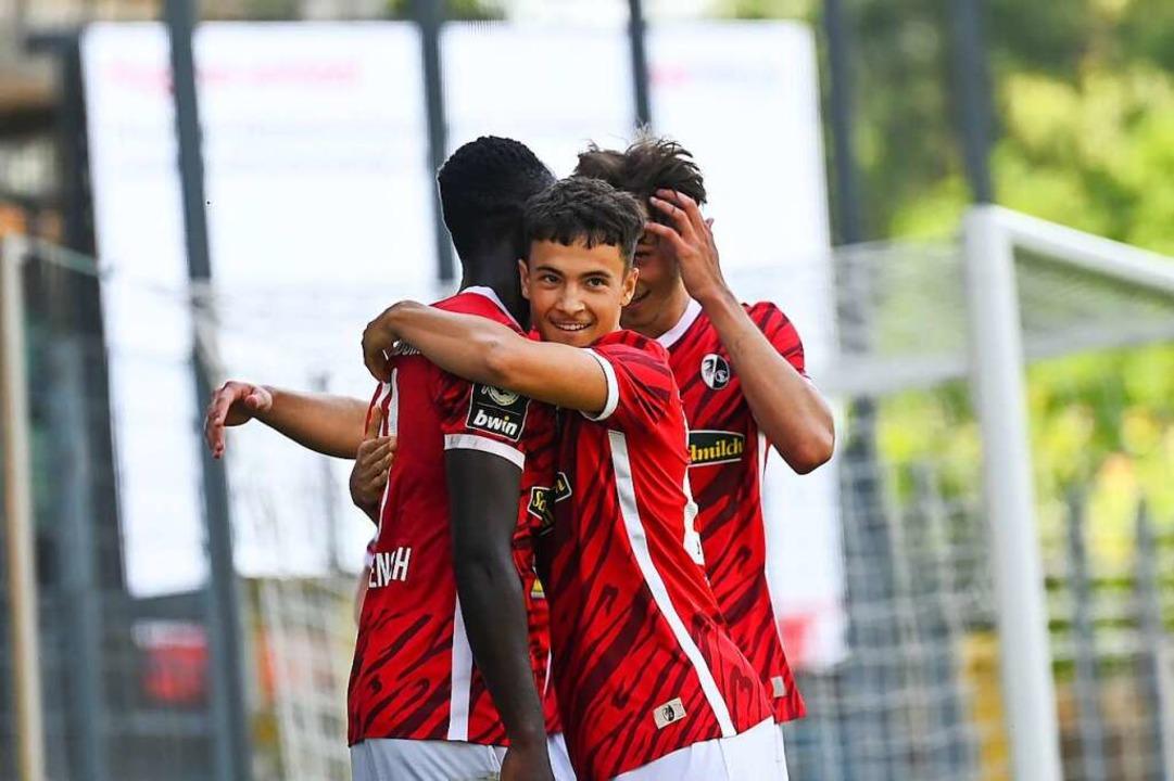 Raphael Assibey-Mensah (links) und sei...eiburg II im Testspiel gegen Mulhouse.    Foto: SC Freiburg/Achim Keller