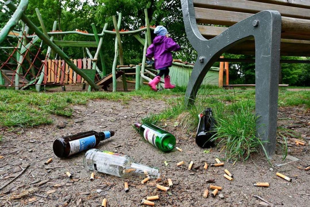 Kippen und Flaschen sind eine Gefahr f...rboten – das Trinken aber nicht.    Foto: Thomas Kunz